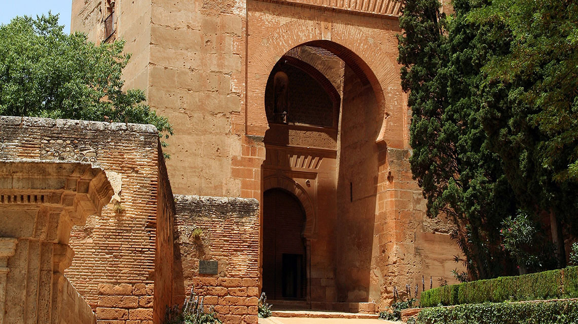 La alhambra y sus palacios hotel boutique la almunia del valle - Parking plaza puerta real en granada ...