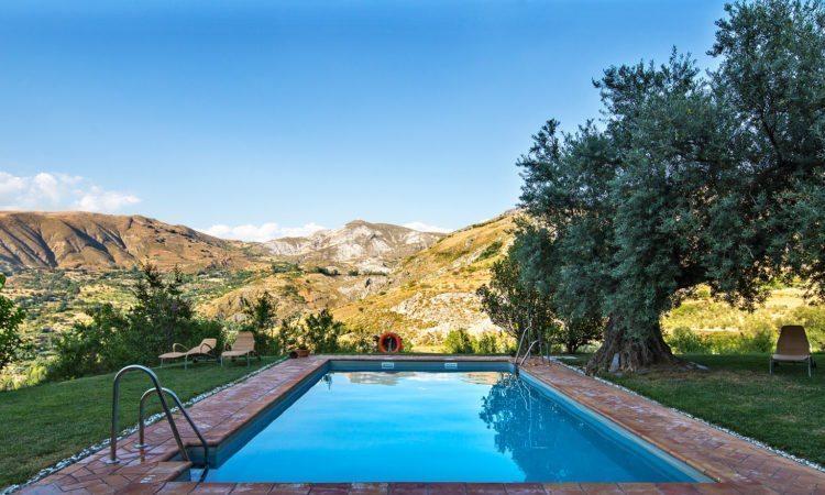 Granada Spain Hotels Facilities And Service Hotel La Almunia Andalusia